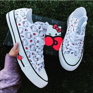 NEW 🍎 CONVERSE x HELLO KITTY ALLSTAR LOWTOP